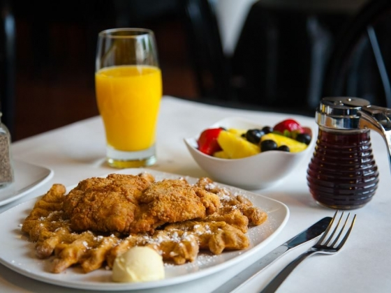 Dame's Chicken & Waffles